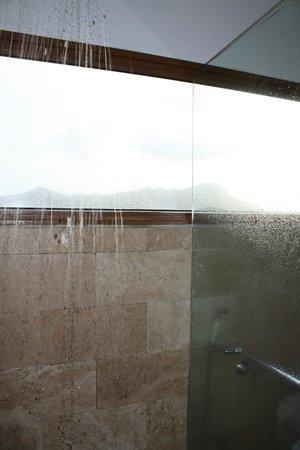 لوس ماندارينوس بوتيك سبا آند هوتل: Shower in the jacuzzi jr suite 
