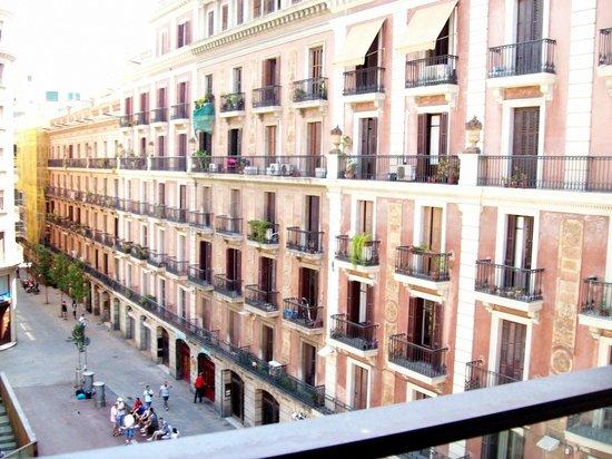 Citadines Ramblas Barcelona: vue sur la place