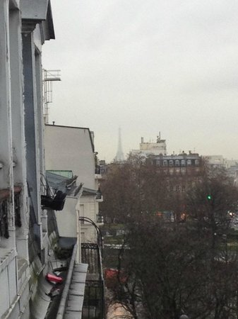 Agate Hotel: hazy view of Eiffel Tower (early rainy morning)