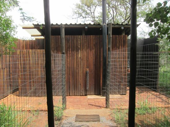 Mosetlha Bush Camp & Eco Lodge: Toilet/shower