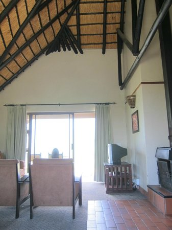 Thendele Hutted camp: Livingroom