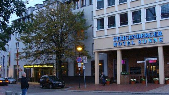 Steigenberger Hotel Sonne: FRONT OF THE HOTEL