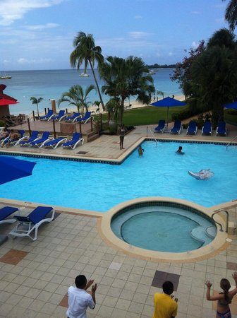 Azul Beach Resort & TUI Sensatori Resort Negril, by Karisma: pool area.