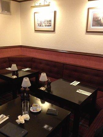 Pinehurst Lodge Hotel: few tables on the restaurant room. the cosy corner!