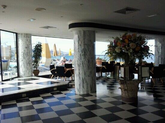 Reina Isabel Hotel: Fiestabar