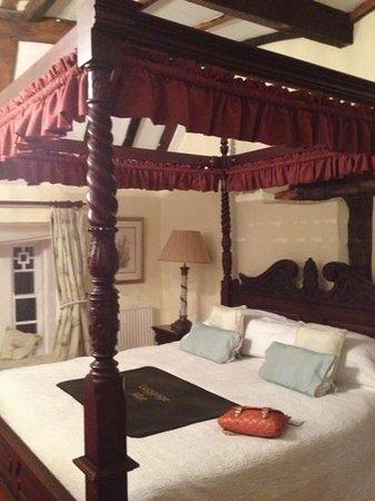 The Angel Inn: bedroom room 3