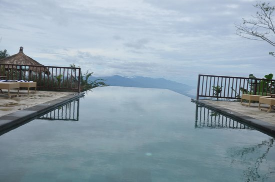 Munduk Moding Plantation: mirror of sky , swiming pool