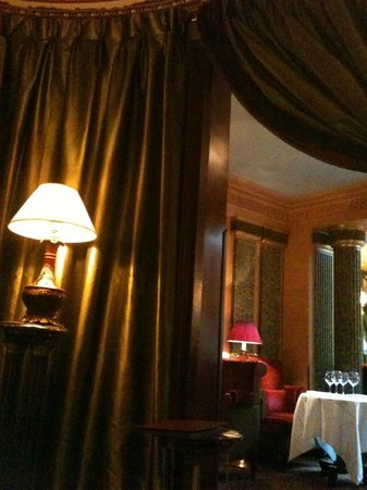 L'Hotel: The little charming bar