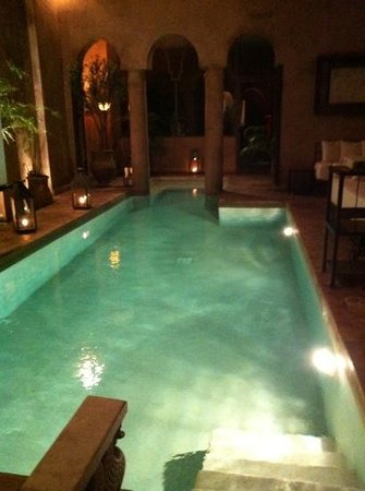Riad Noir d'Ivoire: The outdoor (heated) swimming pool.