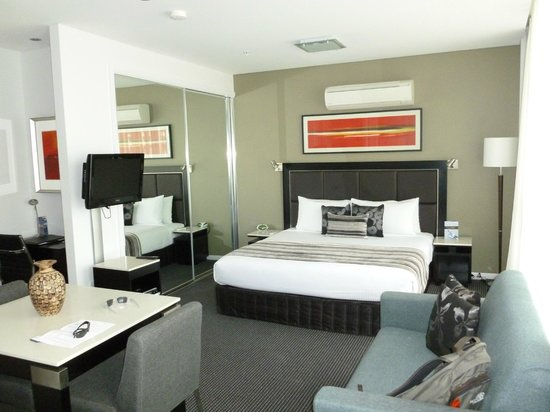 Meriton Serviced Apartments Campbell Street: Bedroom space