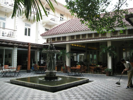 The Phoenix Hotel Yogyakarta - MGallery Collection: courtyard