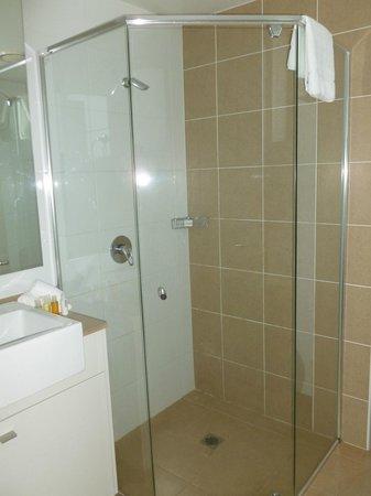 Meriton Suites Broadbeach: Bathroom