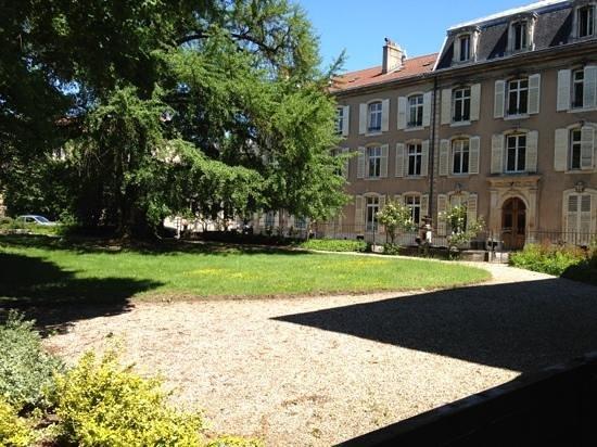 vue de la terrasse - Picture of La Maison Dans le Parc, Nancy