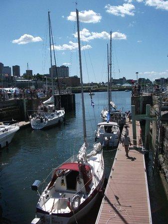 Old Port: L'écluse du Bassin Louise
