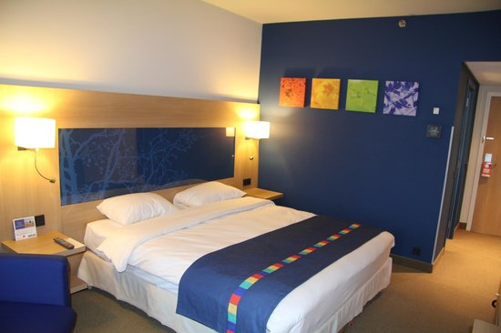 Park Inn by Radisson Liege Airport: comfortable bed