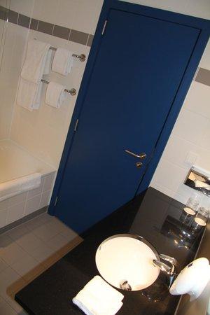 Park Inn by Radisson Liege Airport : Clean bathroom is important