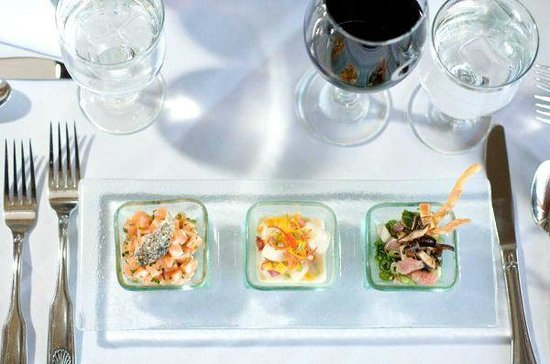 WAVE Seafood Kitchen: Tasting of Ceviche with Tostones