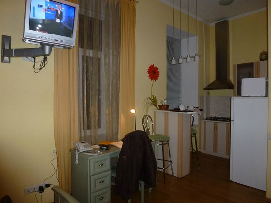 Sunflower B&B Hotel: Our room showing kitchenette area