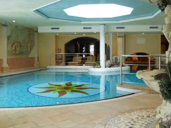 Hotel Quelle Nature Spa Resort: piscina