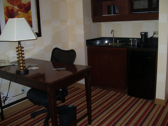 Renaissance Charlotte Suites Hotel:                   Work Desk and Wet Bar