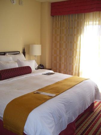 Renaissance Charlotte Suites Hotel:                   Bed