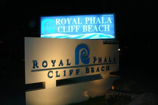 Phala Cliff Beach Resort & Spa: На въезде в отель