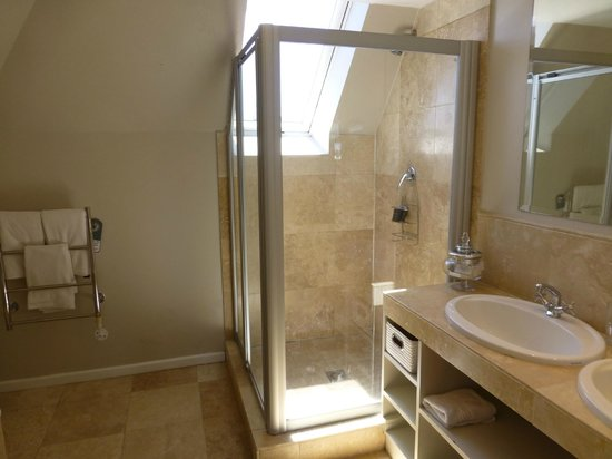Ocean Eleven Guesthouse: Bath