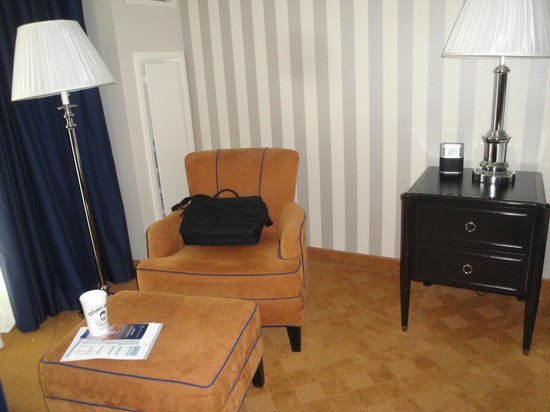 Gaylord National Resort & Convention Center: Relatively comfortable seating chair