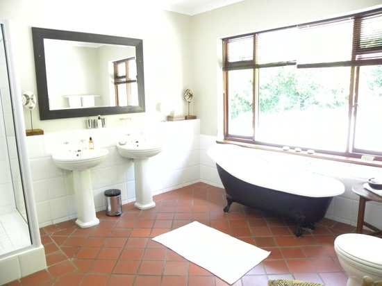 Wilderness Manor Guest House: Bath