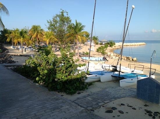 Hotel Riu Montego Bay : West end of beach where the boats are located
