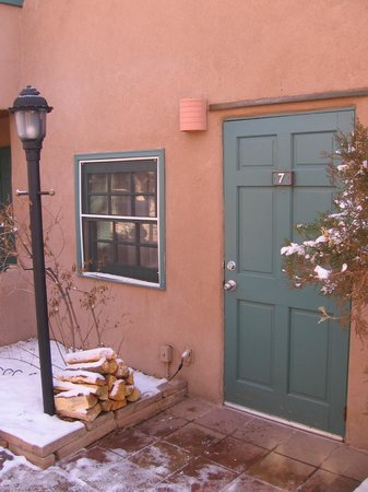Las Palomas Inn Santa Fe: entrance to our casita