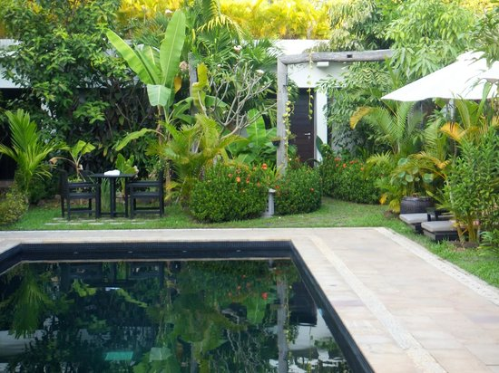Bunwin Boutique Hotel: Pool and garden
