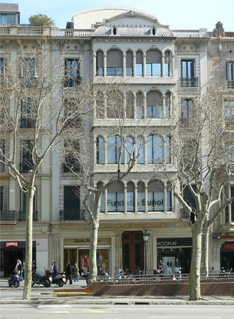 Fundacio Sunol : Façade of the Fundació Suñol at Passeig de Gràcia.