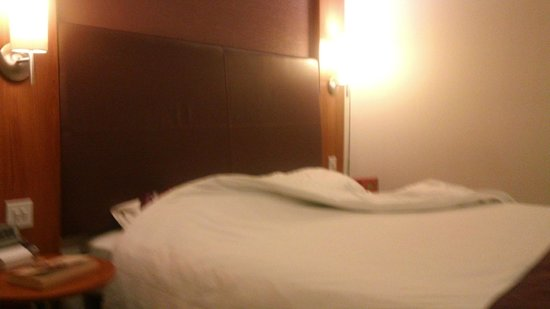 Premier Inn London Greenwich Hotel: large bed