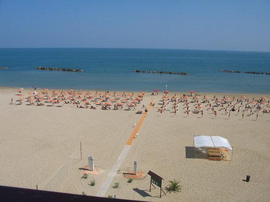 Hotel G. Mion: SPIAGGIA DELL'HOTEL MION (vista dalla camera)