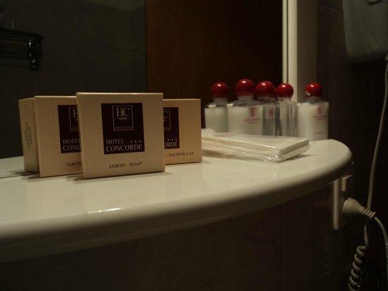 Hotel Concorde: Baño