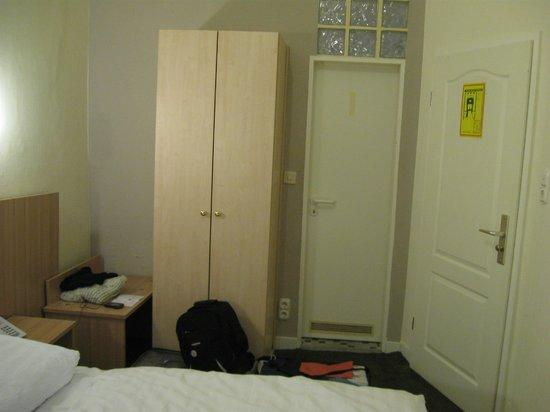 Hotel Tourist Frankfurt: Mobiliario