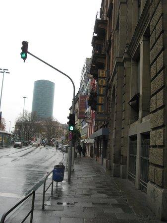 Hotel Tourist Frankfurt: Fachada exterior
