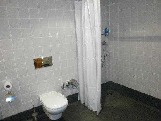 Golden Residence: Wet room