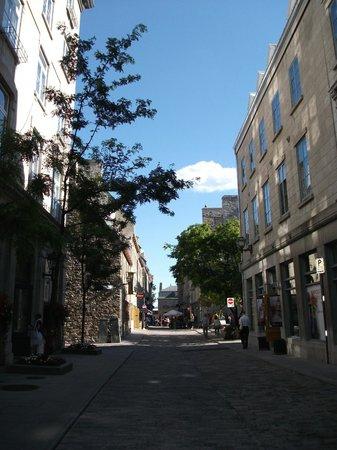 Old Port (Vieux-Port) : La rue St-Pierre