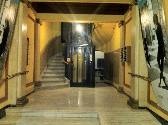 Casa Gracia Barcelona Hostel: Entrance's hall