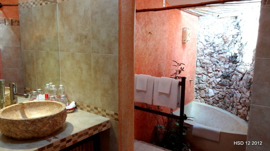 Hacienda Hotel Santo Domingo: Romantic Junior Suite bath room