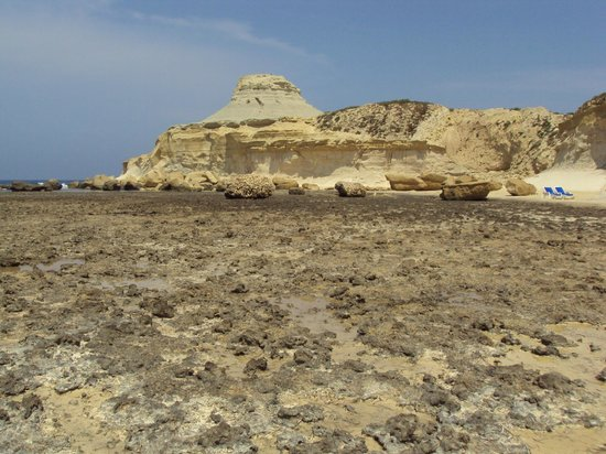 Zebbug, Malta: geologic features near the salt pans