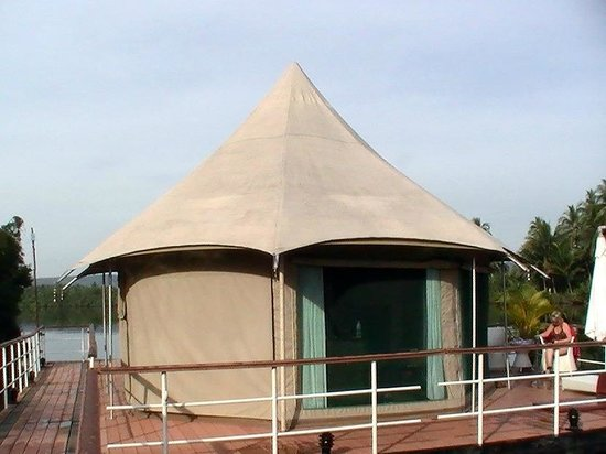 4 Rivers Floating Lodge: The tent