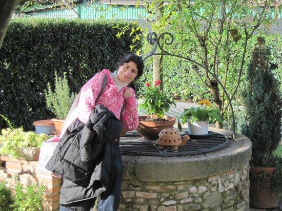 B&B Le Giare : Il pozzo nel giardino