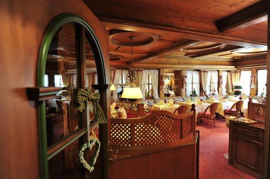 Erfurths Bergfried Ferien & Wellnesshotel: Restaurantstube