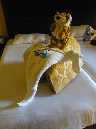 Jaz Dar El Madina: Amazing room service and towel creations