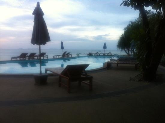 Amantra Resort & Spa: bassenget