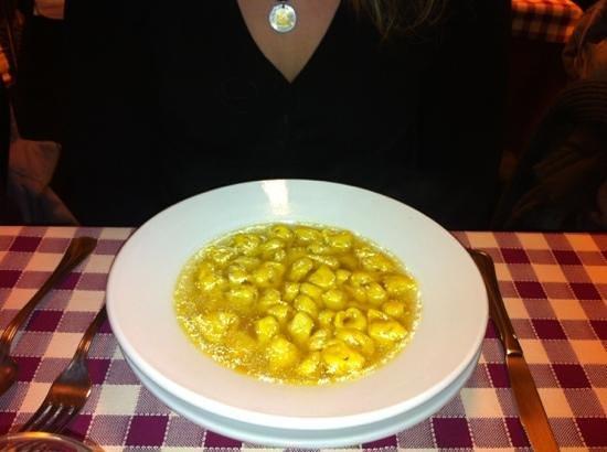 San Lazzaro di Savena, İtalya: tortellini in brodo