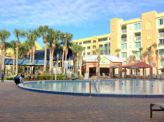 Holiday Inn Resort Orlando-Lake Buena Vista: The nice pool area is probably the highlight of the hotel